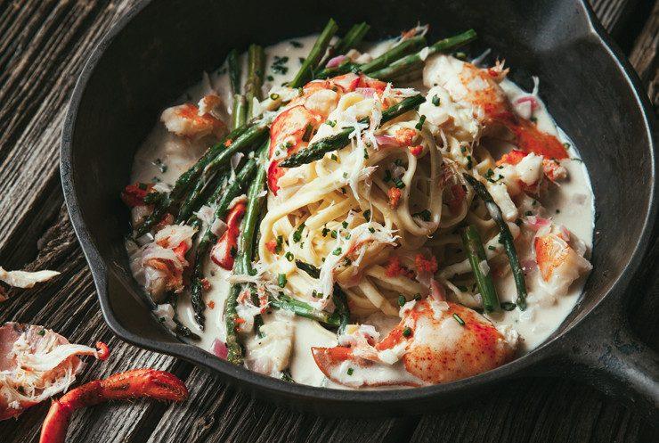 Mijoté de homard, pâtes fraîches et asperges vertes au