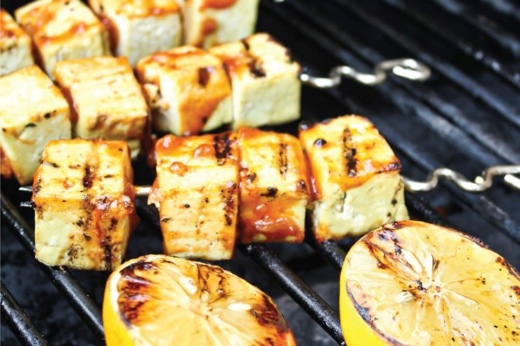 Brochettes de tofu barbecue